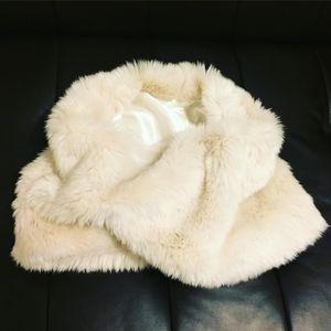 Off White Faux Fur Shawl White Black House Market for Sale in Auburn, WA