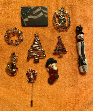 Seasonal Pins - some vintage. for Sale in Williamsport, PA