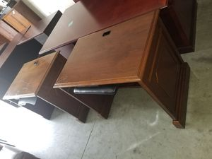 SMALL COMPUTER DESK FOR SALE (3 ×2FT) for Sale in Houston, TX