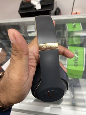 Beats studio 3 wireless headphone for Sale in The Bronx, NY