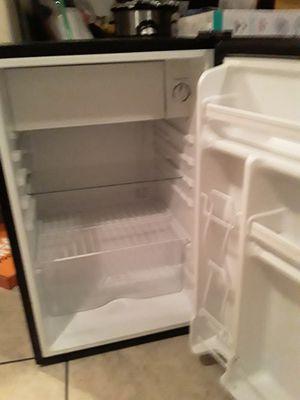 Emerson mini fridge for Sale in Los Angeles, CA
