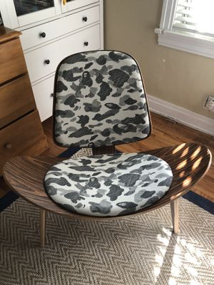 Bape sketch camo chair for Sale in Long Beach, CA
