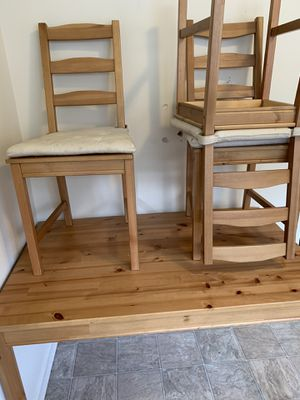 Wood kitchen table 4 seats with cushion for Sale in Fort Meade, MD