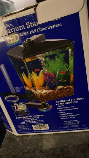 1 gallon aquarium starter kit with LED light and filter system for Sale in Midwest City, OK