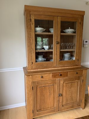 Antique china cabinet for Sale in Lombard, IL