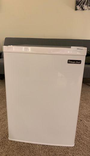 Mini Refrigerator magic chef for Sale in Arlington, VA