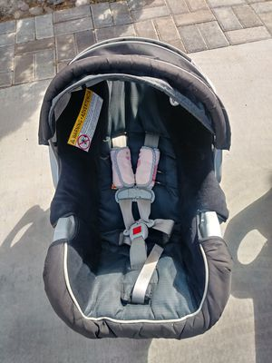 GRACO Baby car seat with base including for Sale in Las Vegas, NV