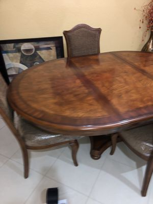 Like New wood dining room table with chairs for Sale in Fort Lauderdale, FL