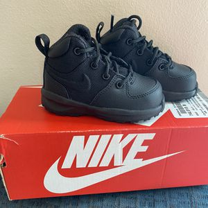 Brand New Boys Toddler Nike Shoes Sz 5 for Sale in Carlisle, IA