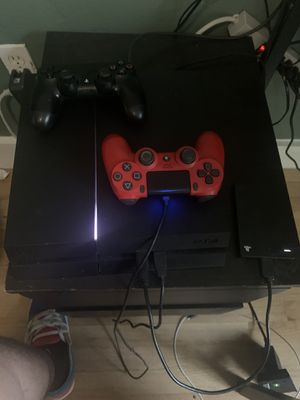 PS4 500 GB Memory, 2 controls, 2 TB external hardrive, God of War game for Sale in North Miami, FL