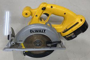 "DEWALT DC390 6-1/2"" 18V Cordless Circular Saw w/ Battery DC9096 for Sale in Fort Lauderdale, FL"