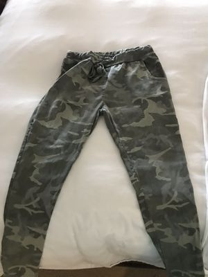 5ad9dd739f1807 Camo pants one size but like medium for Sale in FL