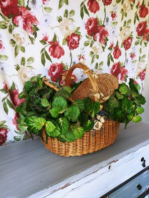 Cute Greenery Basket! for Sale in Joliet, IL