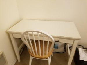 White desk and chair in Wallingford area for Sale in Lake Forest Park, WA