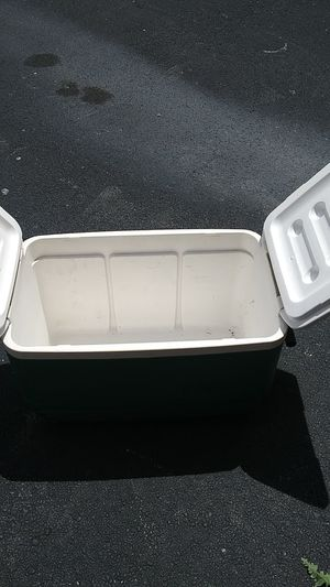 IGLOO BRAND COOLER for Sale in McDonough, GA