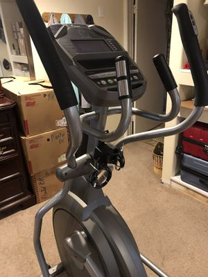Spirit Fitness XE295 Elliptical for Sale in Puyallup, WA