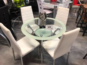 5 Piece Delphi Dining Table Set for Sale in Miami Springs, FL