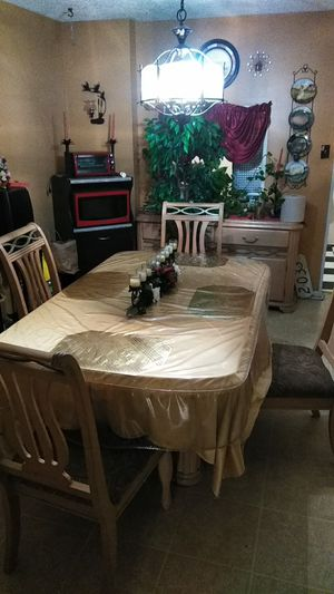 Dining room set table for Sale in Philadelphia, PA