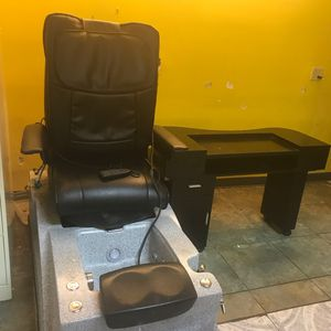 Pedicure Chair and Nails Station for Sale! for Sale in Margate, FL