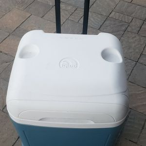Igloo Rolling Ice Chest for Sale in Santa Maria, CA