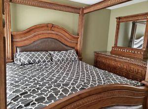 King Bedroom Set - 2 nightstands, dresser and bed frame just Like new for Sale in Glendale, AZ