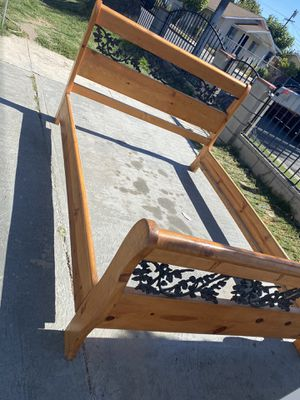 Queen bed frame for Sale in Compton, CA