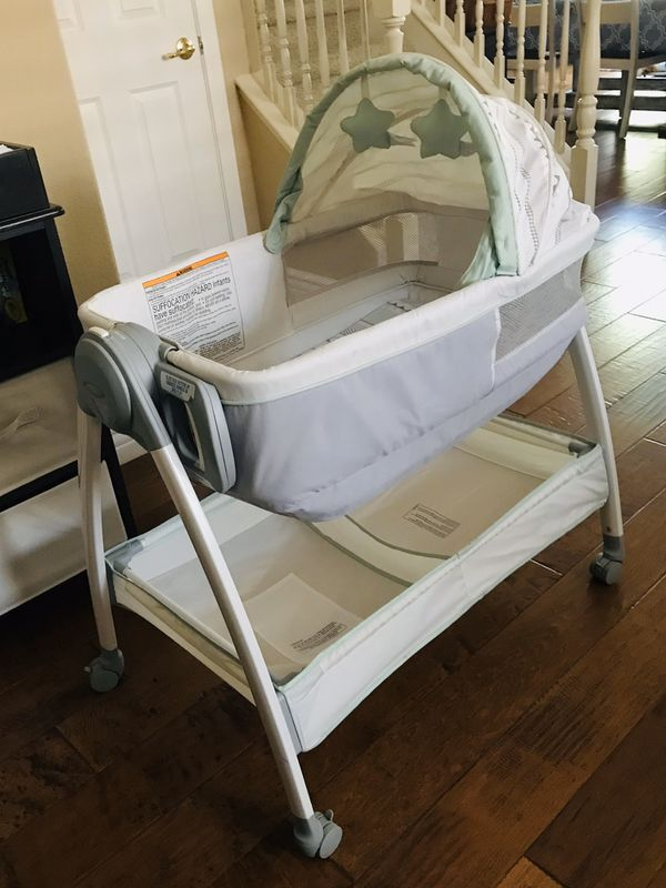 Graco bassinet w/ changing table