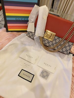 Gucci Medium Padlock Leather Shoulder Bag for Sale in Glenview, IL