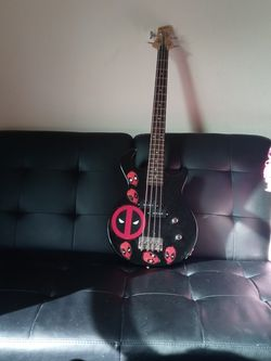 Bass Guitar for Sale in Battle Ground,  WA