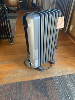 DeLonghi 1500 watt oil-filled radiant space heater for Sale in Chattanooga, TN