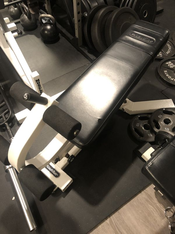 Nautilus Decline Adjustable Bench