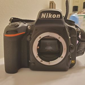 Nikon D750 for Sale in Charlotte, NC
