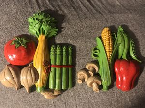Homco kitchen veggies vegetable wall decor hanging plaques for Sale in Fresno, CA