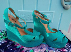 Blue platform summer heels. size 7 for Sale in Long Beach, CA