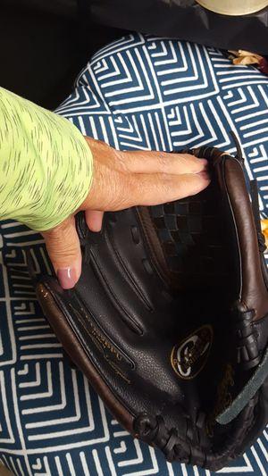 Baseball glove for left hander for Sale in Southgate, MI