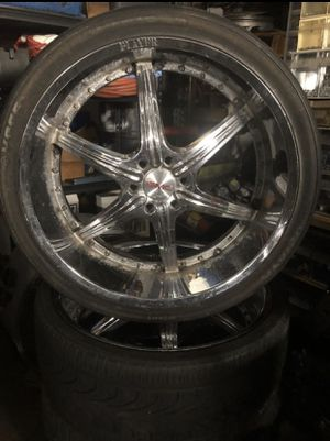 26 inch rims and tires (one wheel damaged) 6 lug GM for Sale in Lake Worth, FL