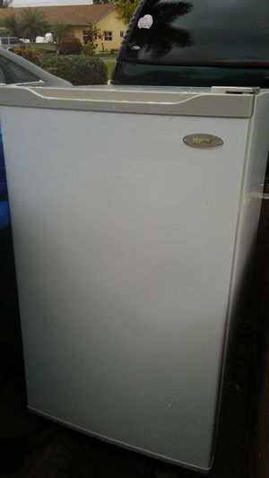 HAIER MINI FRIDGE for Sale in Hollywood, FL
