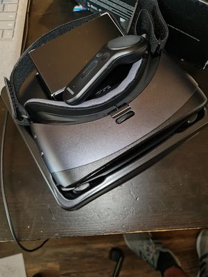 Gear vr with controller for Sale in Hialeah, FL