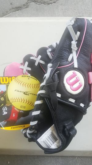 "Wilson Softball  Glove, 11"" for Sale in Whittier, CA"