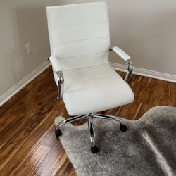 Like New White Color Desk PC chair! for Sale in Yorba Linda,  CA