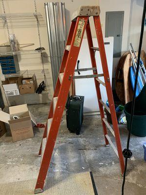 Louisville fiberglass ladder 6' for Sale in Pembroke Pines, FL