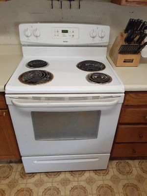 Refrigerator. Electric stove. Microwave for Sale in Crockett, CA