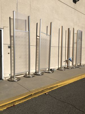 Free retail displays outside on curb for Sale in Corona, CA