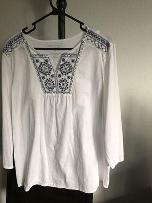 Women's white shirt size M / BRAND for Sale in Houston, TX