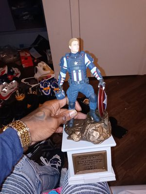 """Avengers earth's mightiest edition Captain America 12"""" statue for Sale in New York, NY"""