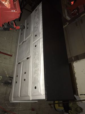 6 drawer dresser with center cabinet and mirror for Sale in Abilene, TX