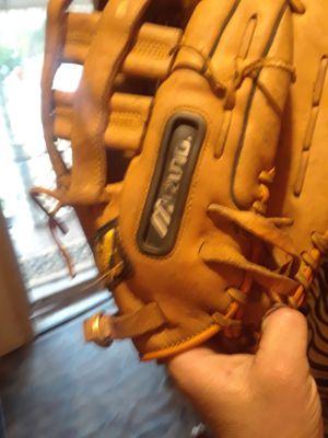 baseballs glove for Sale in Oklahoma City, OK