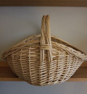 Oval Natural Willow Gathering Basket W/Handle/Like New for Sale in Germantown, MD