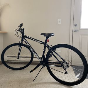 Bike Schwinn 700x35C for Sale in Tacoma, WA