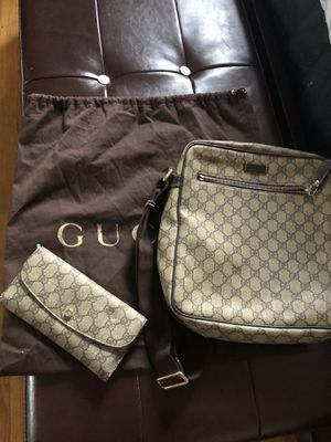 Authentic GUCCI SET for Sale in St. Charles, IL